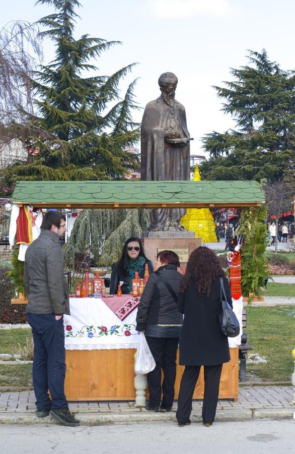 Vendeurs de souvenir dans Ohrid le jour d'épiphanie, dans Ohrid, Macédoine images libres de droits