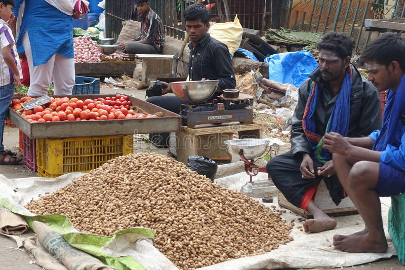 Vendeurs sur un marché de produits frais, Inde de Bangalore photo stock