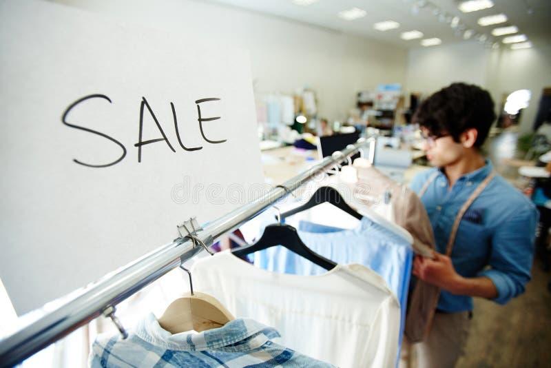 Vendita in boutique fotografia stock