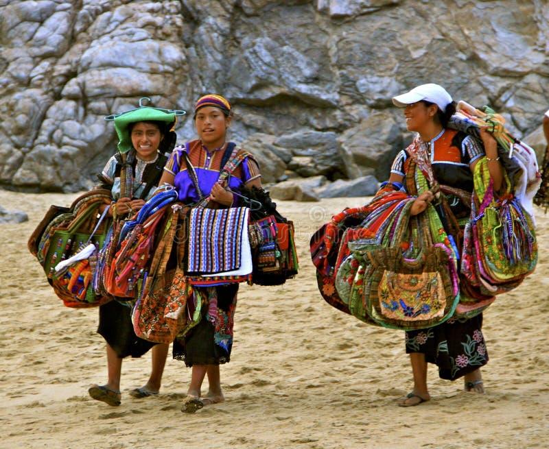 Vendita degli artigianato sulla spiaggia fotografia stock libera da diritti