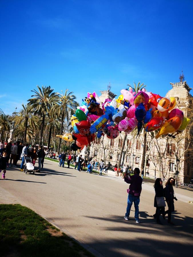 Vendita dei baloons in parco fotografia stock
