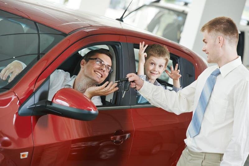 Vendita dell'automobile o acquisto automatico fotografie stock