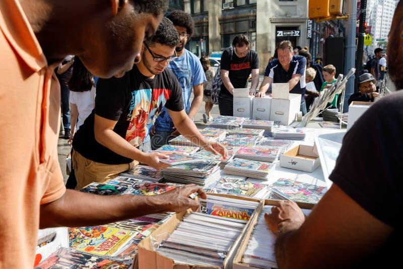 Vendita della via dei fumetti in Manhattan in New York immagini stock