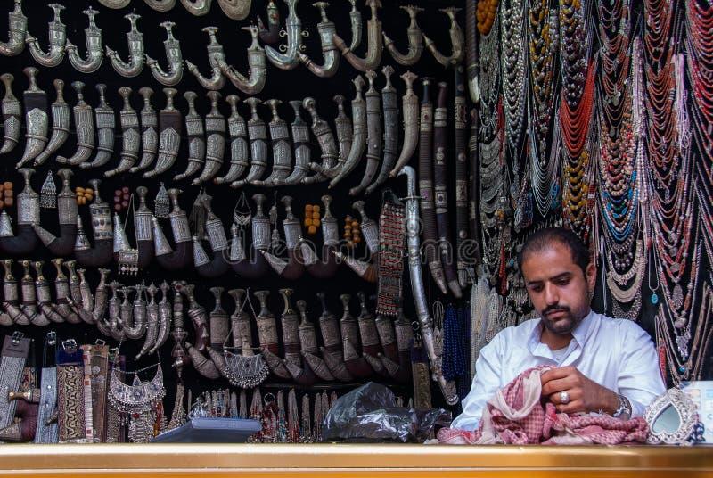 Vendita delle lame nel Yemen fotografia stock libera da diritti
