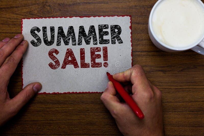 Vendita di estate del testo di scrittura di parola Concetto di affari per gli eventi annuali di sconto che ha luogo durante il ma fotografie stock