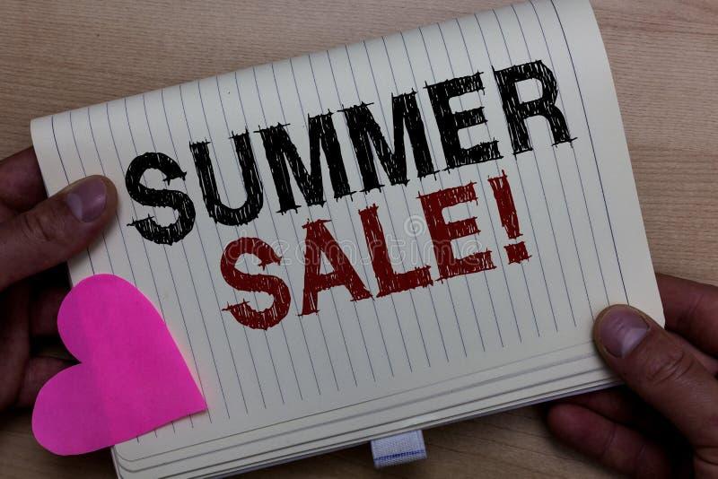 Vendita di estate del testo di scrittura di parola Concetto di affari per gli eventi annuali di sconto che ha luogo durante il no fotografia stock libera da diritti
