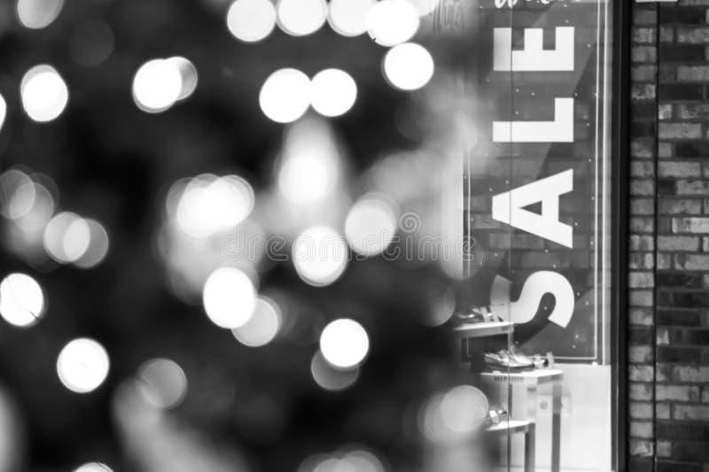 Vendita di Natale in un centro commerciale immagine stock libera da diritti