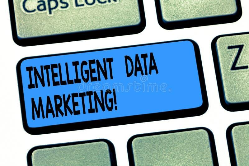 Vendita intelligente di dati del testo di scrittura di parola Il concetto di affari per informazione relativo ad un conto s dell' fotografia stock libera da diritti