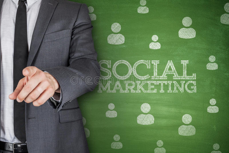 Vendita sociale sulla lavagna immagine stock