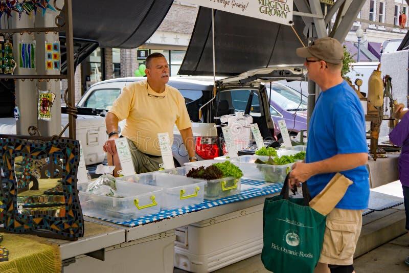 Venditore al mercato degli agricoltori della città di Roanoke immagini stock libere da diritti