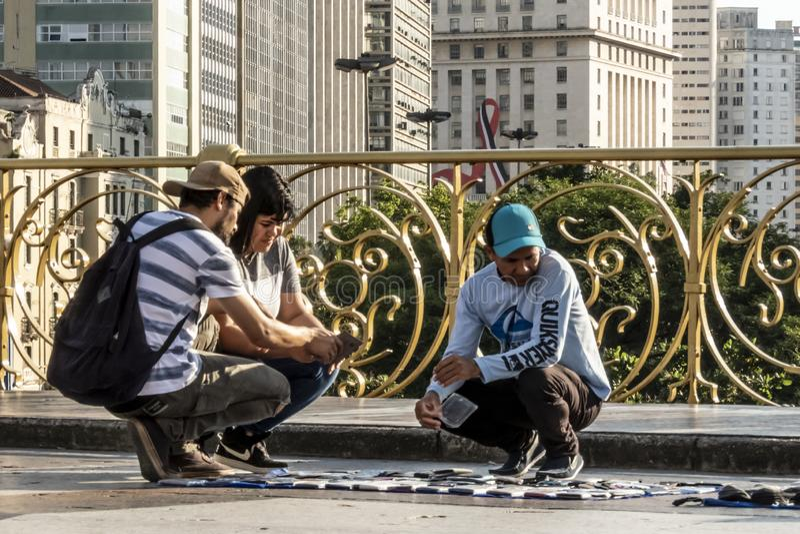 Venditore ambulante su Santa Ififenia Viaduct a Sao Paulo del centro fotografia stock libera da diritti