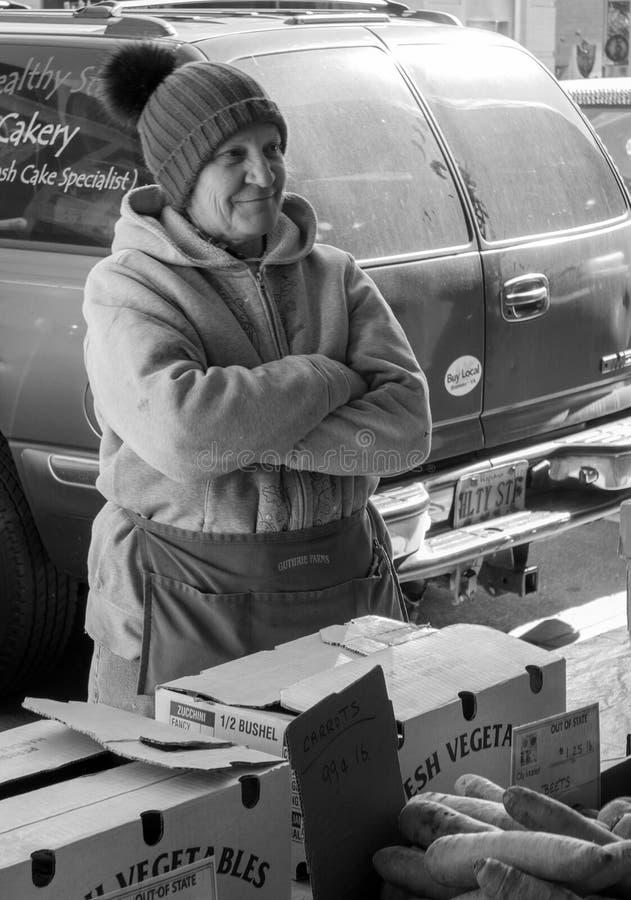 Venditore anziano femminile al mercato della città di Roanoke, Roanoke, la Virginia, U.S.A. fotografie stock