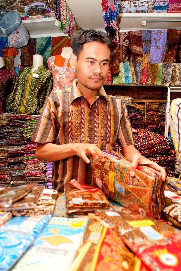 Venditore Bandung Indonesia 2011 del batik fotografia stock libera da diritti