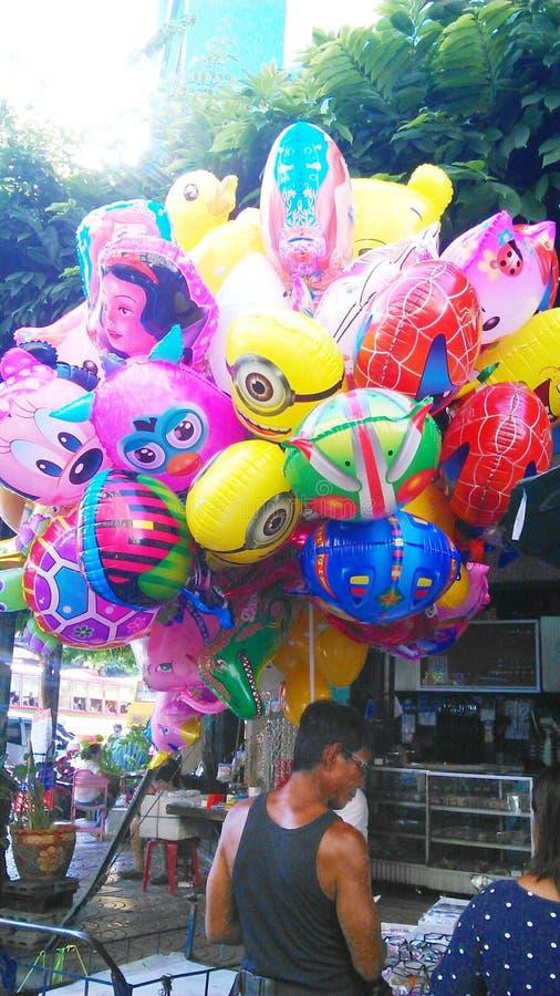 Venditore Colourful del pallone a Chinatown immagini stock libere da diritti