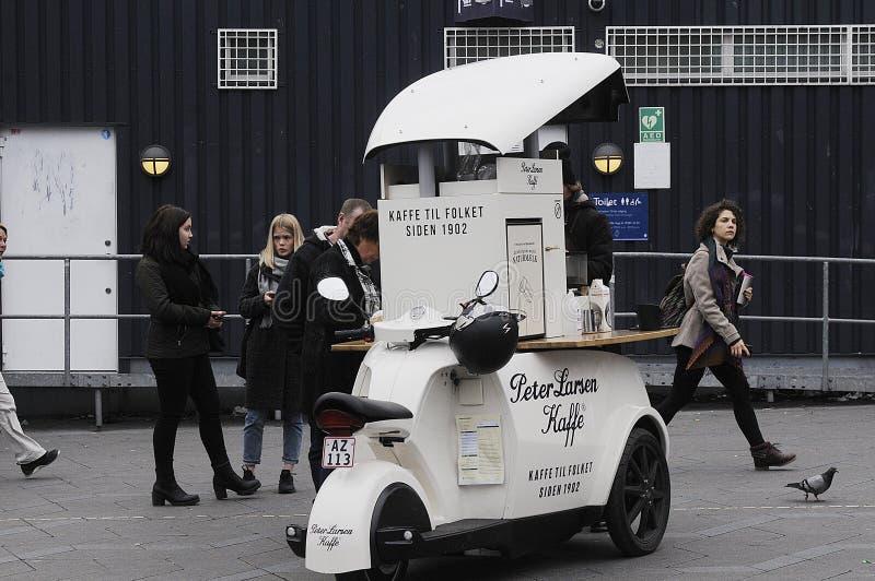 VENDITORE DAL CAFFÈ DI PETER LARSEN fotografia stock libera da diritti