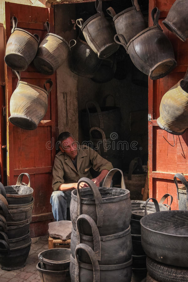 Venditore del canestro marrakesh morocco fotografia stock
