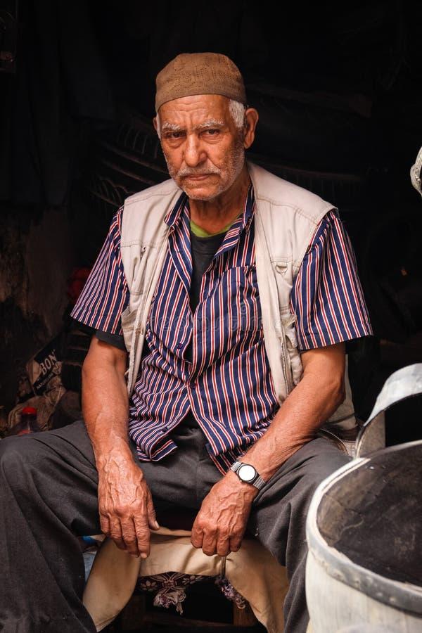 Venditore del canestro marrakesh morocco fotografia stock libera da diritti