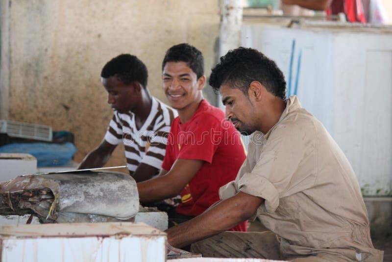 Venditore del pesce in Barka, Oman immagine stock