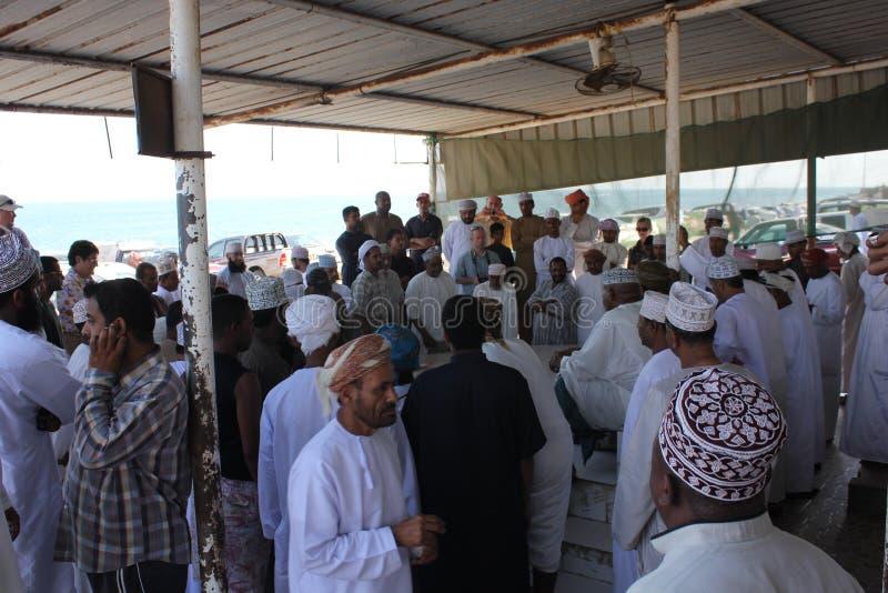 Venditore del pesce in Barka, Oman immagini stock