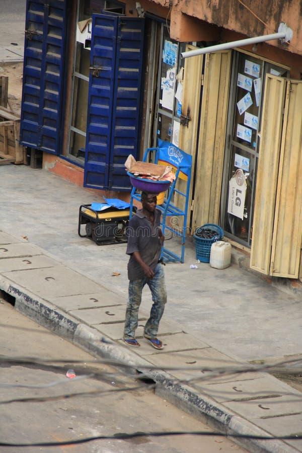 Venditore della carne sulla via di Lagos fotografia stock