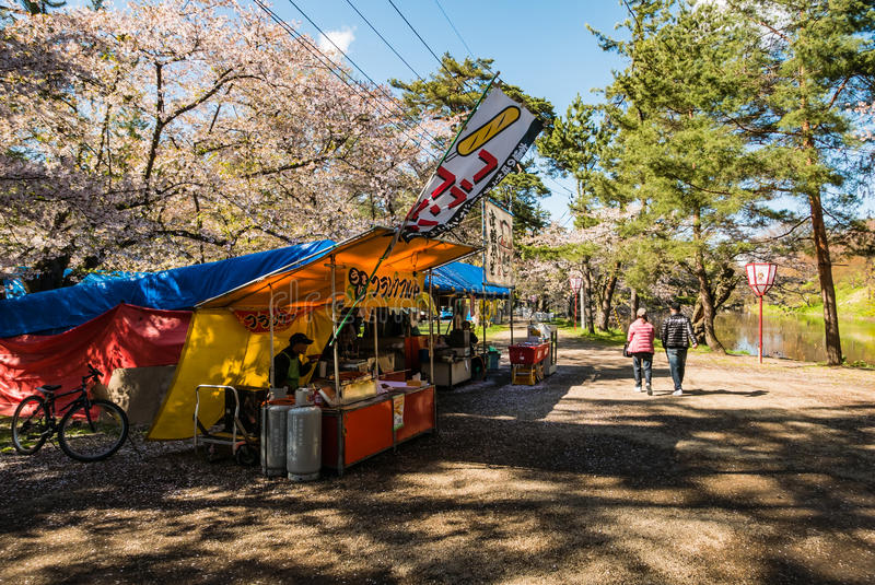 Venditore di alimento al parco del castello di Hirosaki fotografie stock