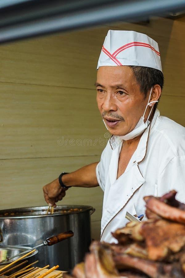 Venditore di alimento della via a Chengdu, Cina fotografia stock libera da diritti