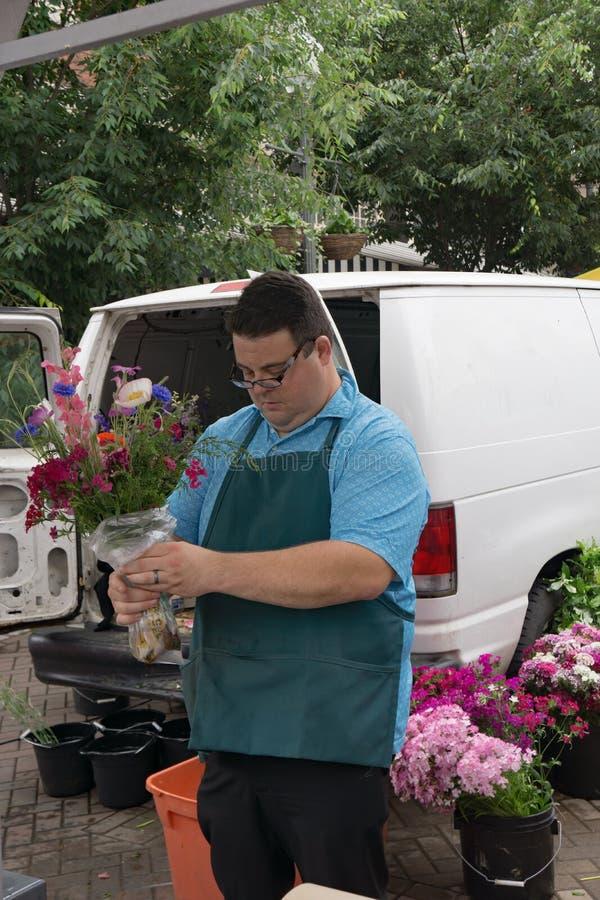 Venditore di fiore - mercato della città di Roanoke immagine stock libera da diritti
