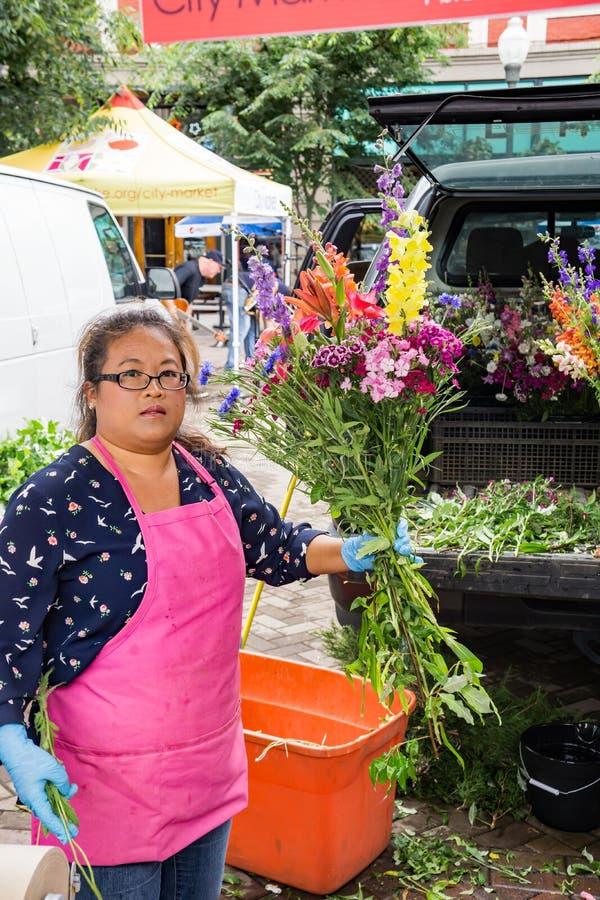Venditore di fiore - mercato della città di Roanoke fotografia stock libera da diritti