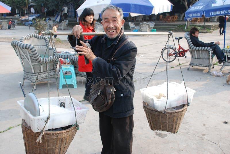 Venditore di via cinese dell'uomo anziano immagine stock