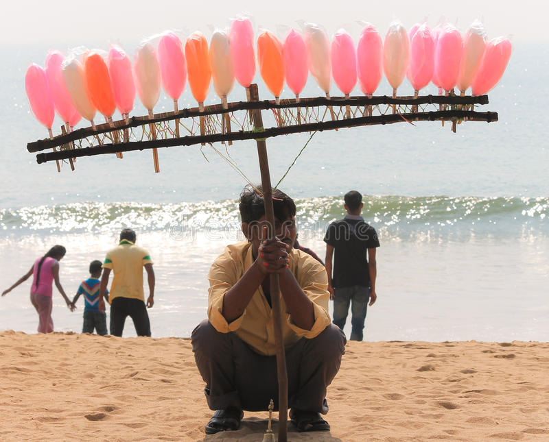 Venditore dolce sulla spiaggia del mare fotografie stock libere da diritti