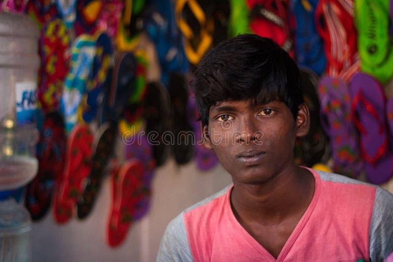 Venditore locale delle pantofole della scarpa in India immagine stock libera da diritti