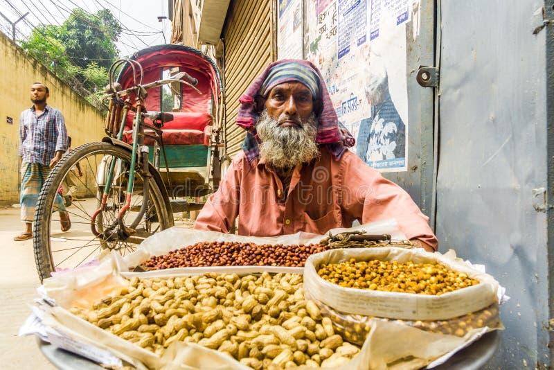 Venditore per le strade di Dhaka - Bangladesh fotografie stock libere da diritti