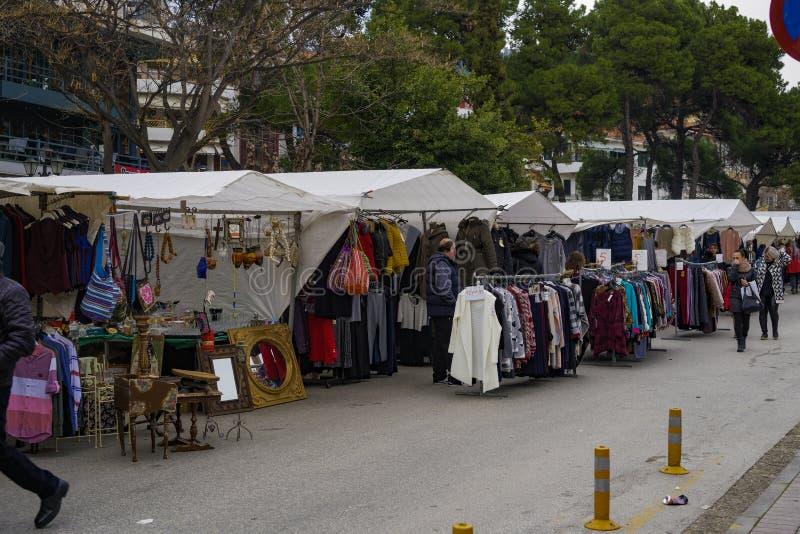 Venditori ambulanti di Xanthi, Grecia che vendono i prodotti al mercato del bazar immagini stock libere da diritti