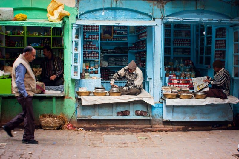 Venditori di piccoli negozi & gente dei passanti fotografia stock libera da diritti