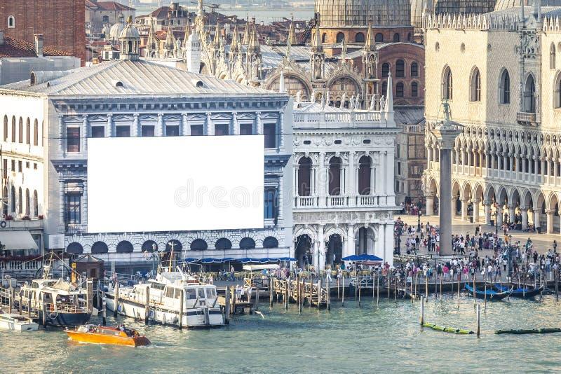 Venecia con la pared de la publicidad fotos de archivo
