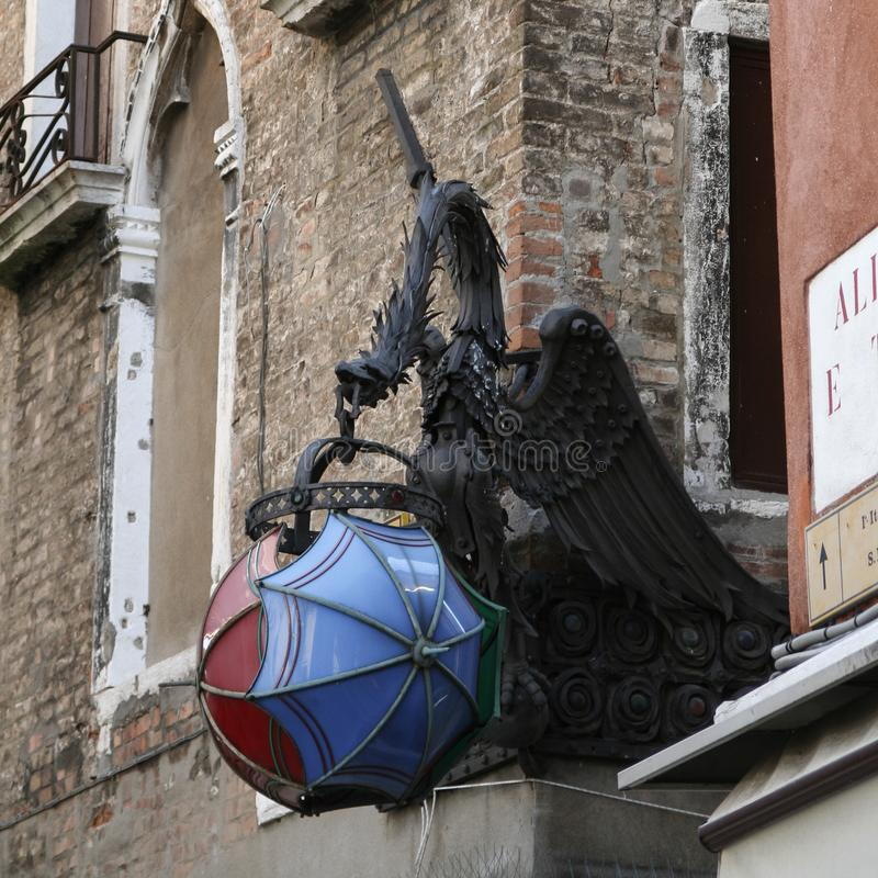 Venecia, dragón con la lámpara fotografía de archivo libre de regalías