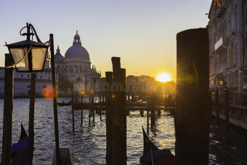 Venecia en puesta del sol imagenes de archivo