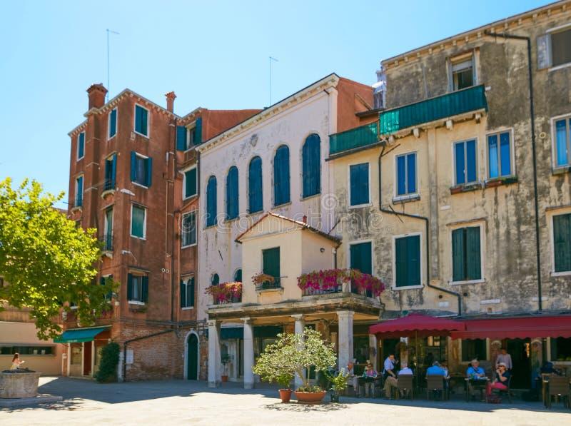 Venecia, Italia - 14 de agosto de 2017: Casas residenciales en el cuarto judío imagen de archivo libre de regalías