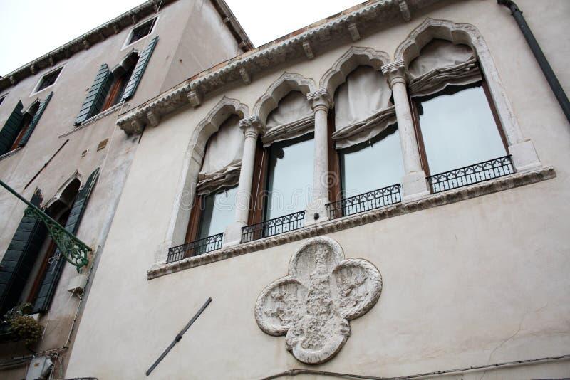 Venecia, Italia - 2 de febrero/2018 Vista del canal En febrero de 2018 Configuración veneciana foto de archivo libre de regalías