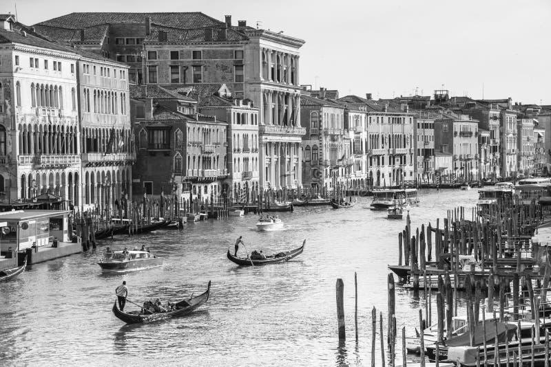 Venecia, Italia - 10 de junio de 2017: góndolas en Grand Canal en Venecia, Italia, Europa foto de archivo