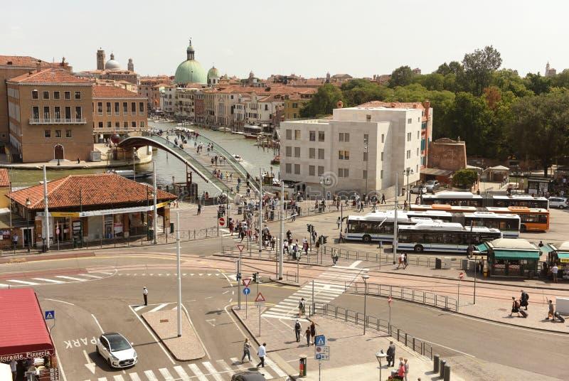 Venecia, Italia - 7 de junio de 2017: Transporte en el Piazzale Roma sq imagen de archivo libre de regalías