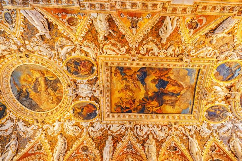 VENECIA, ITALIA - 12 DE MAYO DE 2017: Vista interior de St mA del apartament imagen de archivo