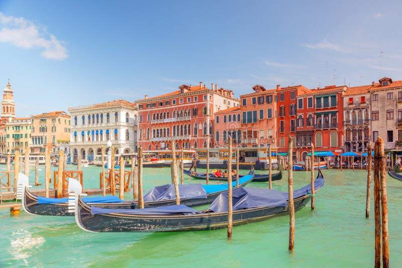 VENECIA, ITALIA - 12 DE MAYO DE 2017: Vistas del canal más hermoso imagen de archivo libre de regalías