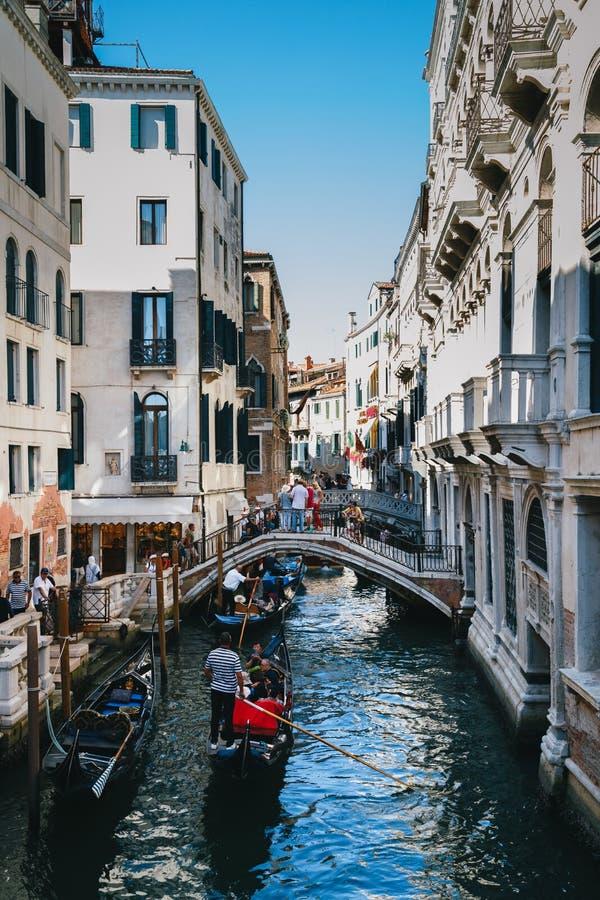 Venecia, Italia - septiembre, 9 2018: Vista del canal famoso Río del Palazzo con las góndolas en Venecia, Italia imagen de archivo