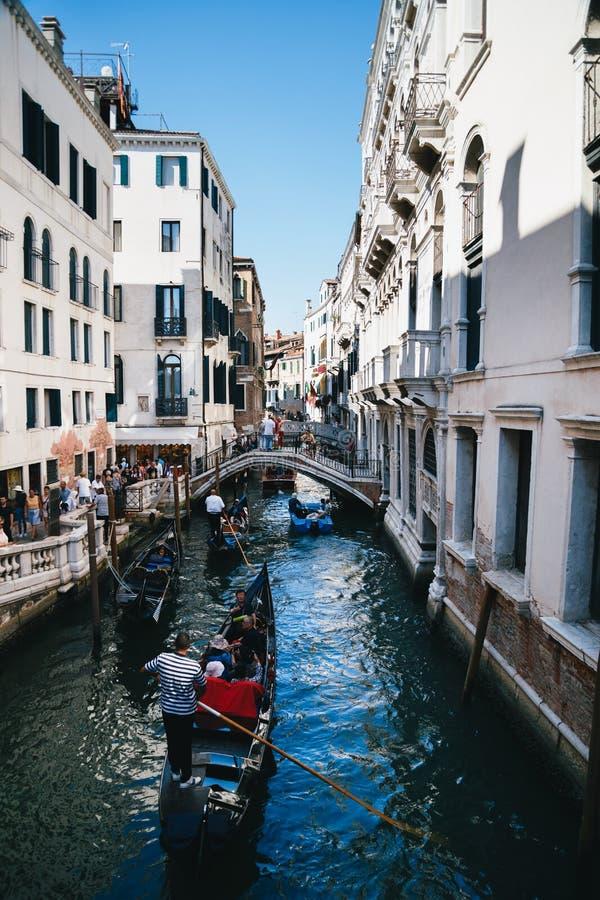 Venecia, Italia - septiembre, 9 2018: Vista del canal famoso R?o del Palazzo con las g?ndolas en Venecia, Italia foto de archivo libre de regalías