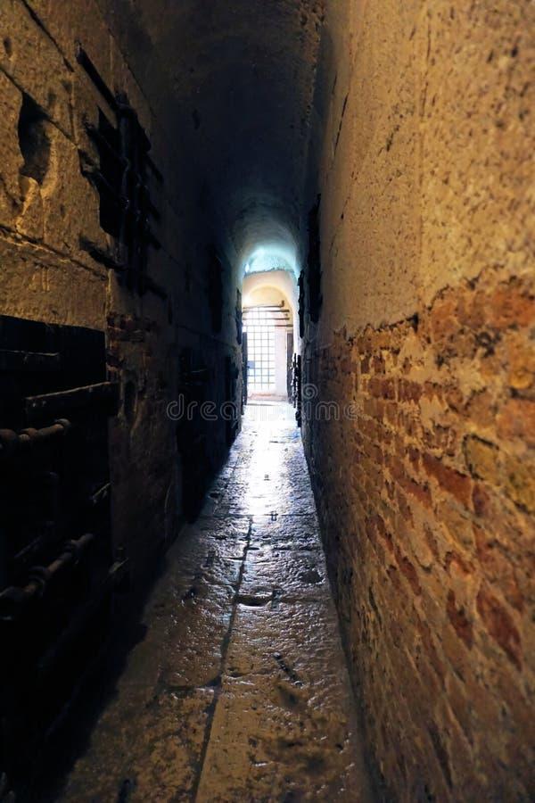 Venecia, Véneto/Italia - marzo de 2018: Vestíbulo en la prisión debajo del palacio del ` s del dux imágenes de archivo libres de regalías
