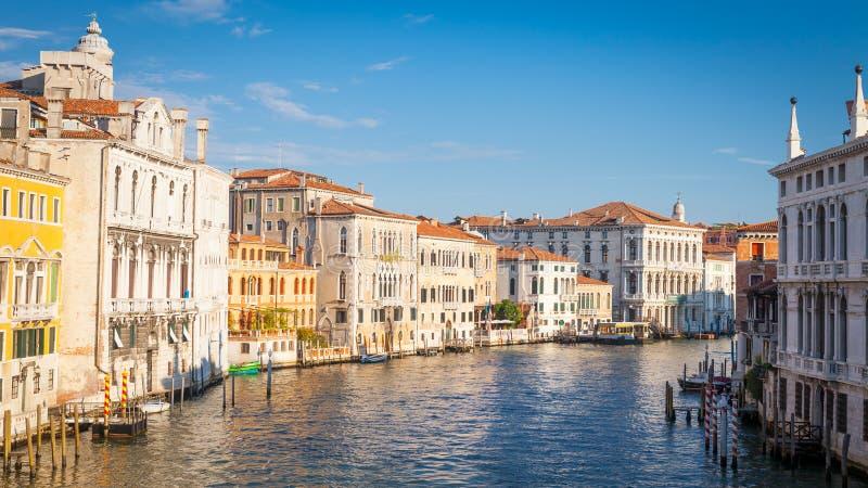 Venedig-Ansicht bei Sonnenaufgang stockfotografie