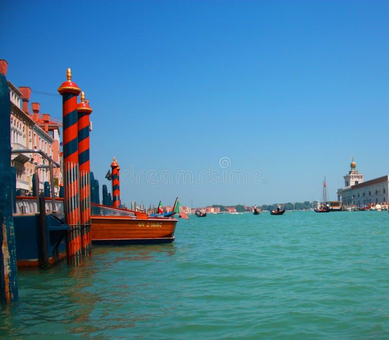 Venedig-Ansicht von der Gondel stockfotografie