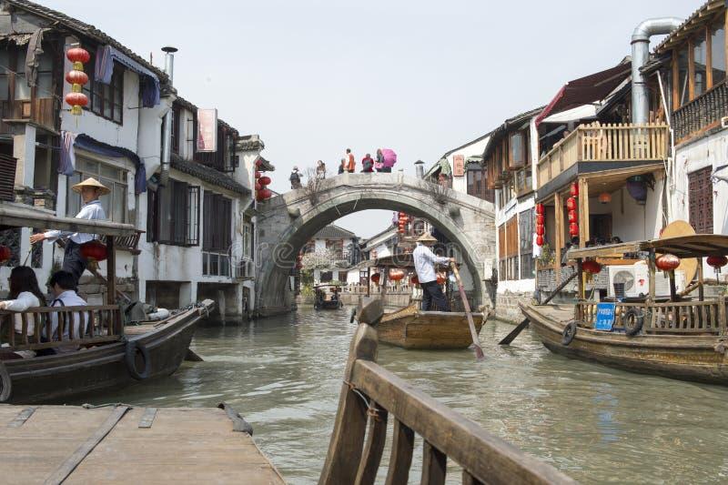 Venedig av öst - kanal nära Shanghai arkivfoton