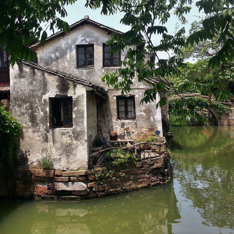 Venedig av öst - Zhouzhuang vattenstad i Kina fotografering för bildbyråer